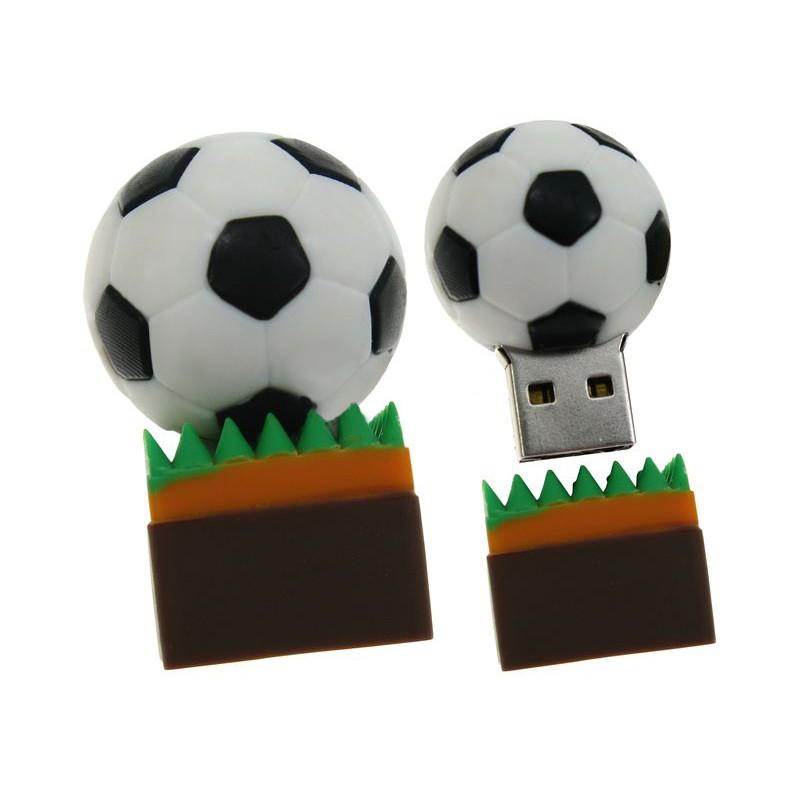 Флешка Футбольный мяч на траве